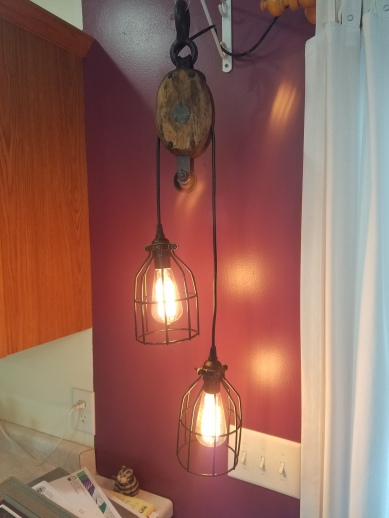 #104 barn pulley double light $125